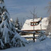 Chata w śniegu